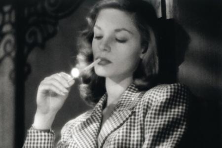lauren-bacall-smoking1